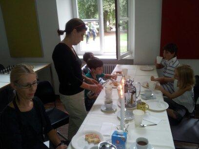 kaffe-tafel-mit-kerzenleuchter-2