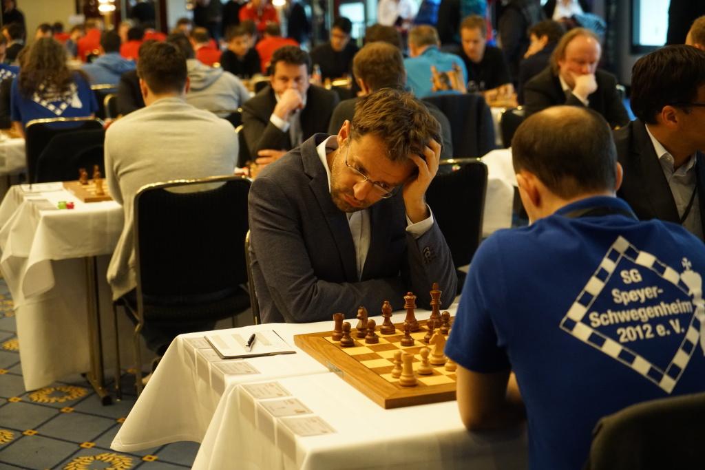 Grübel, grübel. Levon Aronian, kurz vorher noch überlegener Turniersieger in Baden-Baden